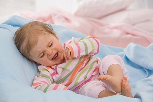 chữa nhiệt miệng cho bé