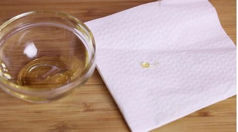 phân biệt mật ong thật giả với giấy
