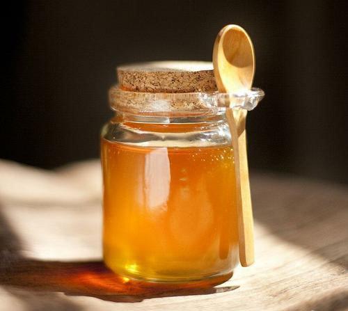 thử mật ong bằng tay